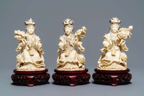 Three Chinese ivory figures of seated flower girls, 19/20th C.