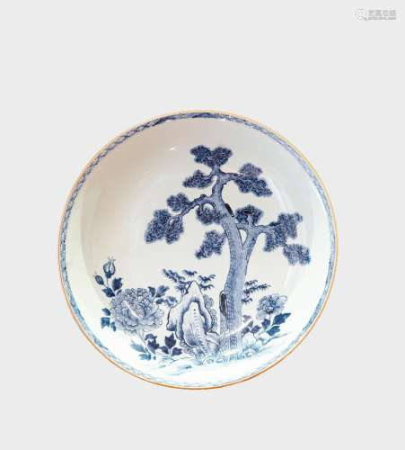 A BLUE AND WHITE DISH 清乾隆 青花松树牡丹纹盘