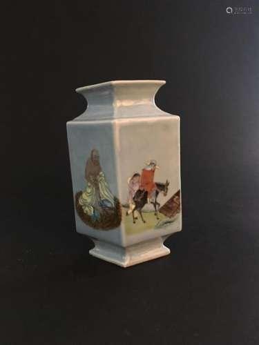 Vase en porcelaine à fond bleu ciel Chine, XXe siè...;