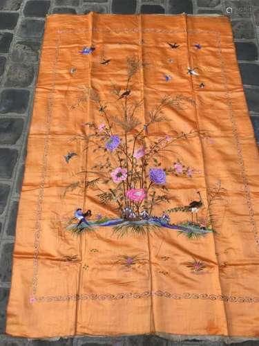Tenture en soie brodée Vietnam, circa 1900/1910 À ...;