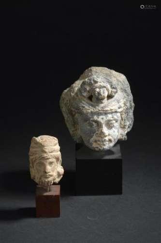 Tête de boddhisattva en schiste gris Art gréco bou...;