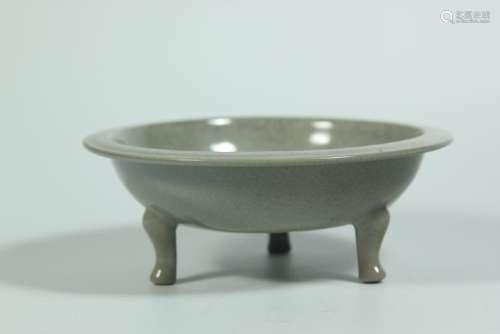 A GEYAO TRIPOD DISH.ANTIQUE