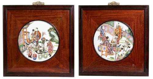 A PAIR OF POLYCHROME PORCELAIN PLAQUES WITH WOODEN
