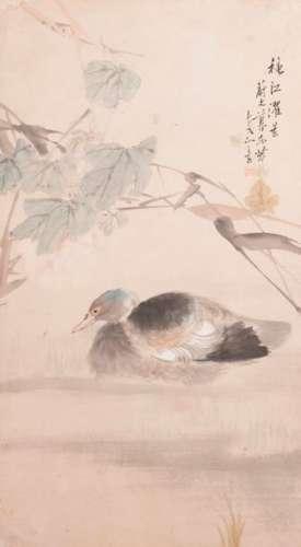 Un canard sur un feuillage de bambou et feuilles…