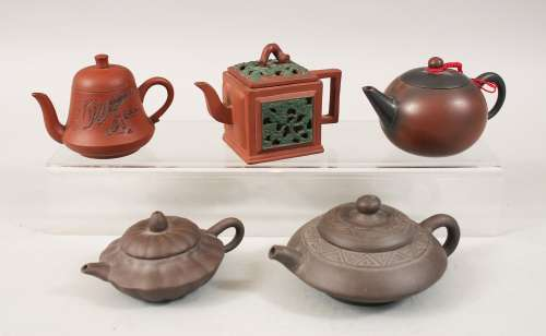A MIXED LOT OF FIVE 19TH / 20TH CENTURY CHINESE YIXING CLAY TEA POTS, consisting of five clay Yixing