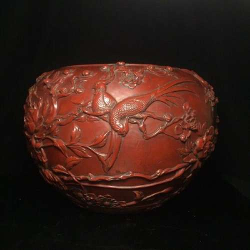 A LACQUER WARE BIRD JAR QIANLONG MARK 17TH/C.