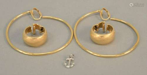 Two pairs of 14K gold earrings, clip on, 22.9 gr.